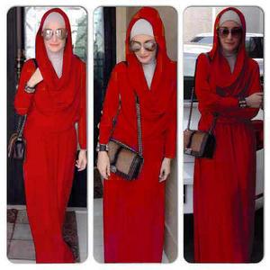 Maxi Hoodie Merah Inneke Koesherawati