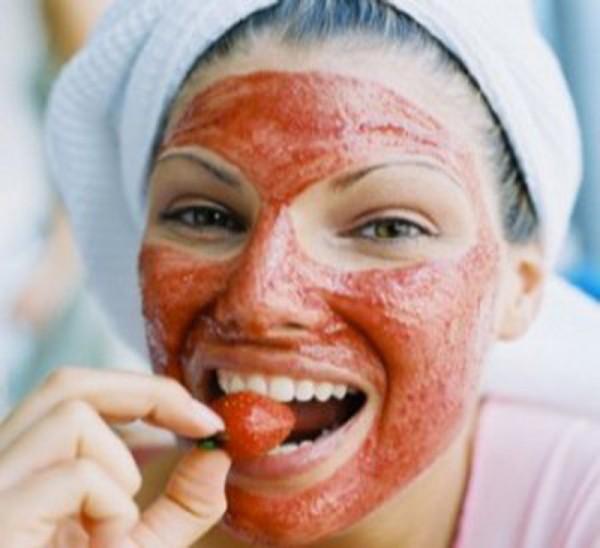 Cara Membuat Masker Alami Dari Strawberry Dengan Mudah