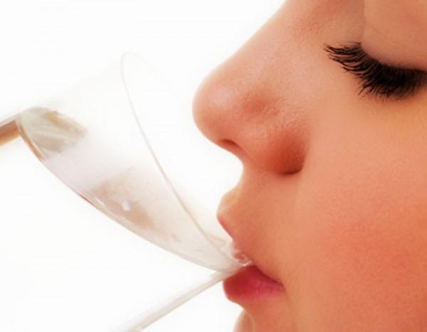 Cara Memerahkan Bibir dengan Air Puith