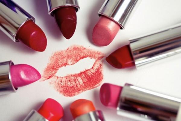 Cara Memakai Lipstik Sesuai Bentuk Bibir