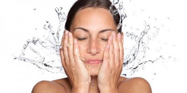 Tips Menghilangkan Minyak Pada Wajah Secara Alami