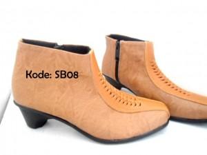 Sepatu Ankle Boots Wanita SB08 Coklat
