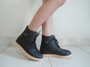 Boots Adele Cewek Warna Black